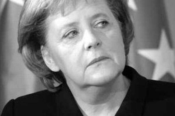 Dôveryhodnosť eurá závisí podľa nemeckej kancelárky Angely Merkelovej od toho, či Európska centrálna banka zostane nezávislá.