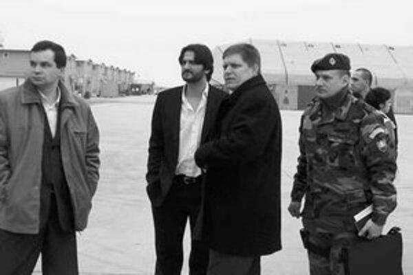 Minister obrany František Kašický, minister vnútra Robert Kaliňák a predseda vlády Robert Fico boli bez ohlásenia navštíviť vojenskú základňu v Kandaháre.