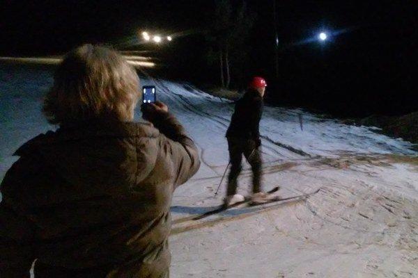 Večerná lyžovačka v Čechách.