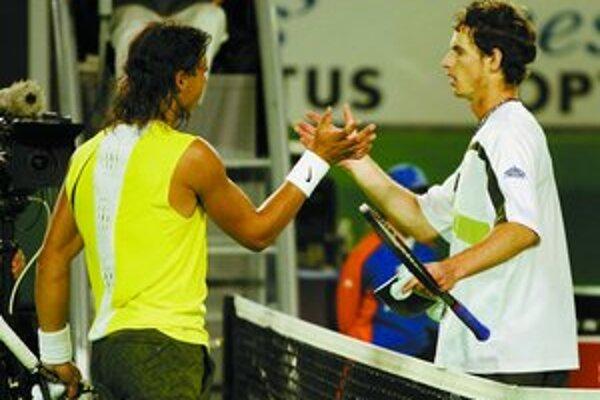 Nadal (vľavo) s Murrayom po spoločnom zápase.