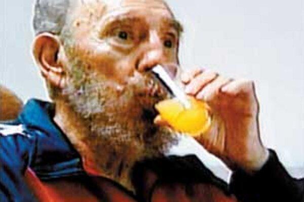Fidel trochu pribral a dokáže chodiť bez pomoci, ale ešte stále je veľmi slabý.