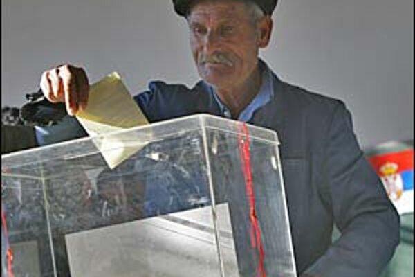 Prišiel k urnám v Srbsku dostatočný počet voličov?