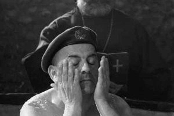Kosovský film Anatéma vidí svet čiernobielo.
