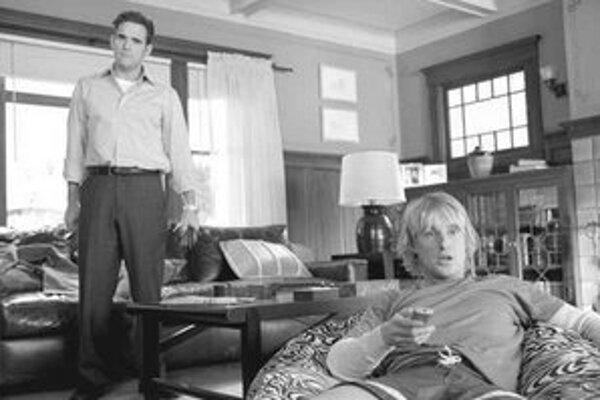 Dupree (Owen Wilson) je už udomácnený a jeho kamrát Carl (Matt Dillon) sa môže len prizerať.