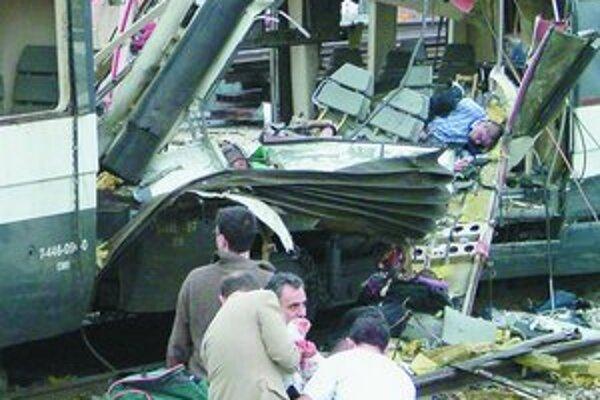 Jeden z vagónov vlaku, ktorý vybuchol na madridskej stanici Atocha.
