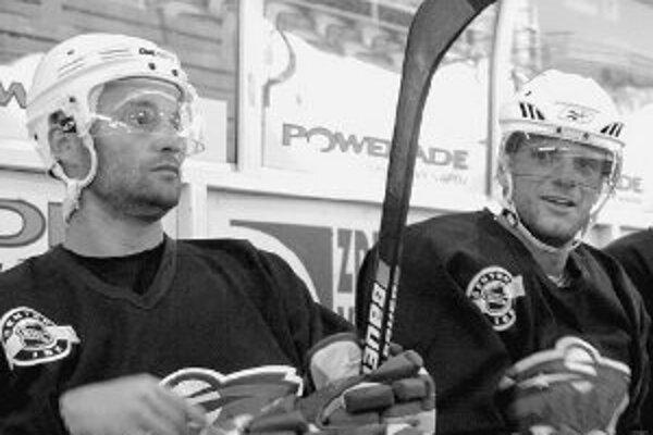 Dvojica Pavol Demitra (vľavo) a Marián Gáborík z Minnesoty naháňa v NHL strach každej súperovej obrane.
