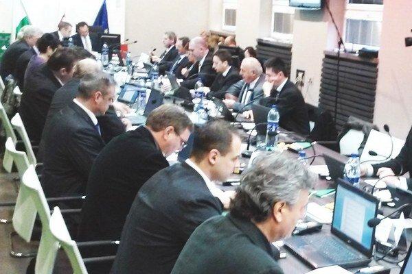 Piatkové rokovanie mestského zastupiteľstva.