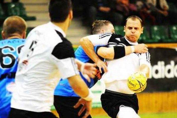 S Tomášom Straňovským (pri lopte) si obrana Modry častokrát nedokázala poradiť.