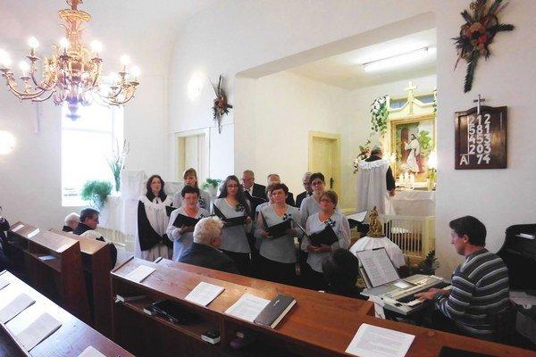 Slávnosť v kostole.