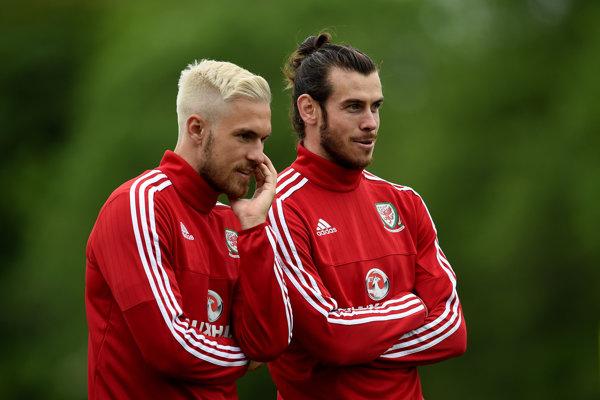 Aaron Ramsey (vľavo) nenastúpi v zápase Slovensko - Wales.