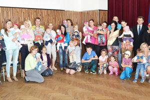Tradícia uvítania detí v oravskej obci Breza trvá už niekoľko rokov.