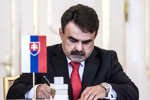 Generálneho prokurátora Jaromíra Čižnára dosadila do funkcie strana Smer.