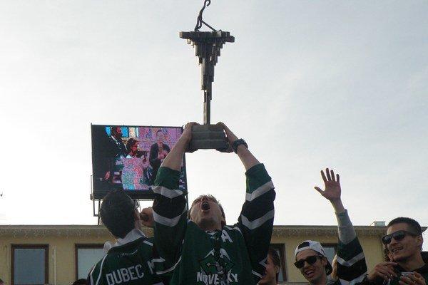 Pohár víťazov na Hlavnom námestí.