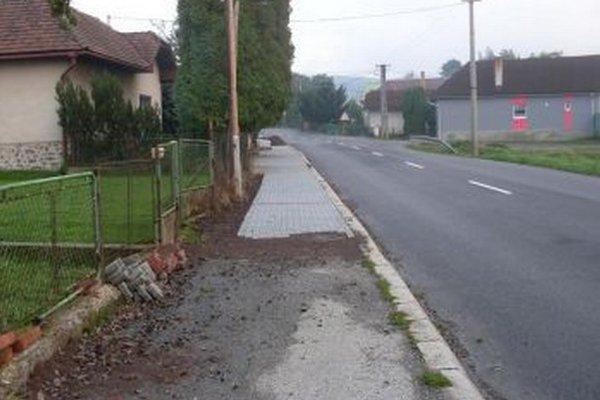 V obci pribudne dvesto metrov nových chodníkov.