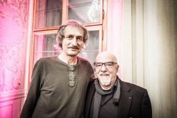 Paulo Coelho (vpravo) a jeho tajomný maliar z Martina.