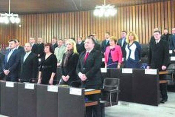Ak vládny návrh v parlamente prejde, tak sa počet poslancov v mestskom zastupiteľstve zníži z 31 na 21 poslancov.