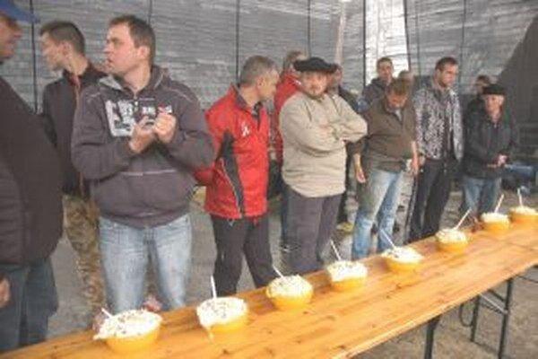 Takto sa jedáci pripravujú na súťaž.