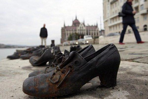 Pamätník holokaustu v Budapešti.