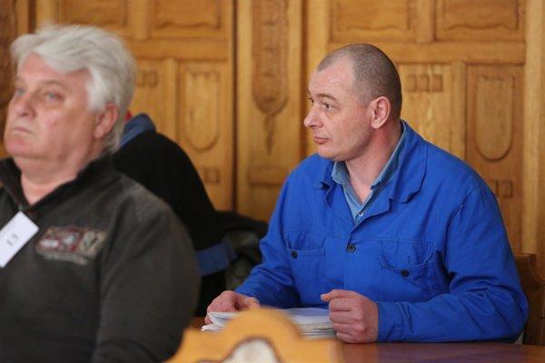 Na snímke obžalovaní Ján Krajčík (vpravo) a Viliam Mišenka počas pojednávania na Špecializovanom trestnom súde v Banskej Bystrici 13. apríla 2016.