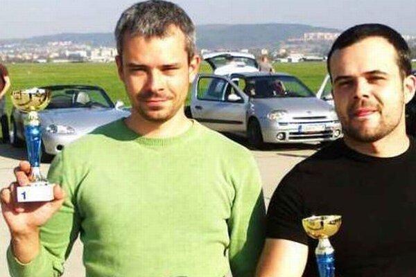 Bratia Lovászovcii vľavo Zoltán vpravo Kristián po vyhodnotení záverečných pretekov sezóny.