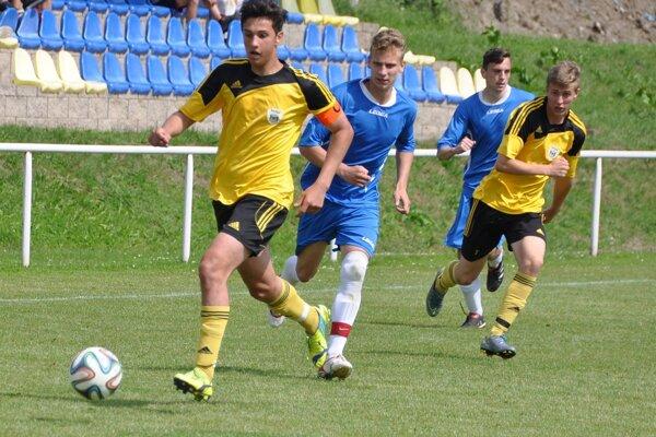 Námestovo (v žltých dresoch) vyhralo aj druhý zápas v sezóne proti Tvrdošínu.