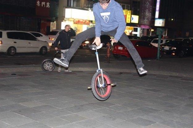 V Taiwane si Matej zarábal na ulici.