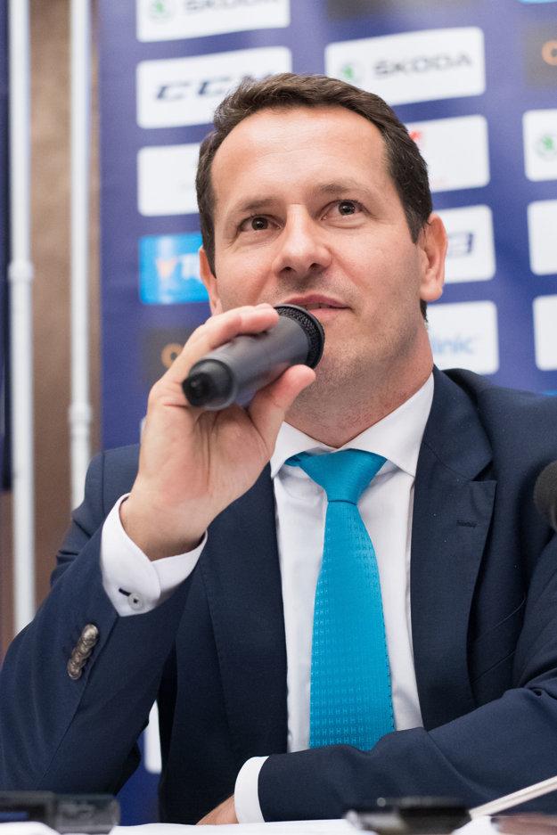 Martin Kohút odpovedá na otázky novinárov počas svojej prvej tlačovej konferencie ako nový prezident SZĽH.