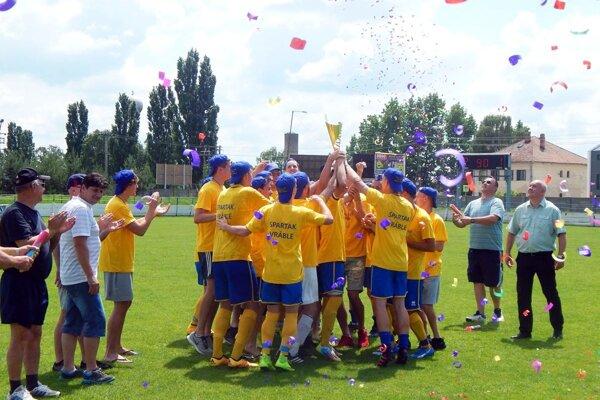 Dorastenci Spartaka Vráble sa tešili z triumfu v II. LSDZ, ale Slovenský futbalový zväz im neumožnil zabojovať o najvyššiu súťaž.