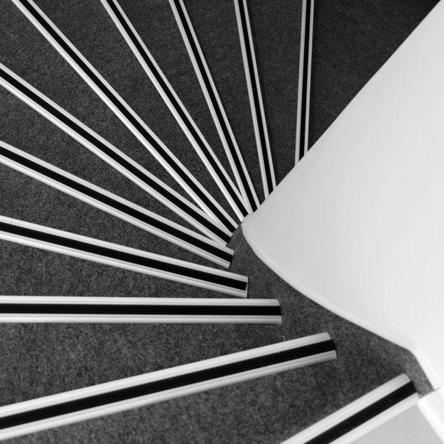 Fotografia z cyklu Krivky architektúry.