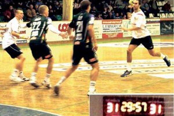 Marek Monczka (pri lopte) vyrovnával v záverečných sekundách.