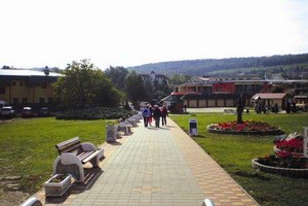 Obec Podhájska a termálne kúpalisko si navzájom pomáhajú.