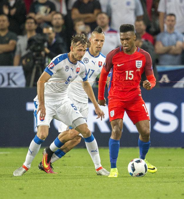 Norbert Gyömbér (vľavo) si zahral aj v zápase majstrovstiev Európy proti Anglicku.