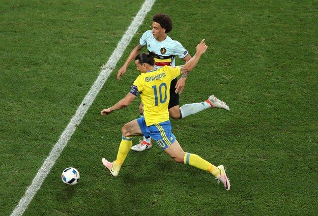Zlatan Ibrahimovič (s číslom 10) sa stále márne snaží streliť gól.