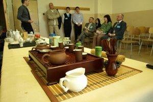 Čajová súprava je vec zarytých čajíčkarov, pokojne si ho môžete zaliať aj v hrnčeku.