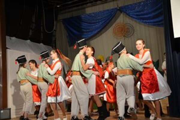 Vystúpenie divadelného súboru ÚSMEV z muzikálu Na skle maľované.