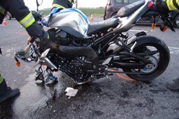 Toto zostalo po náraze z motorky.