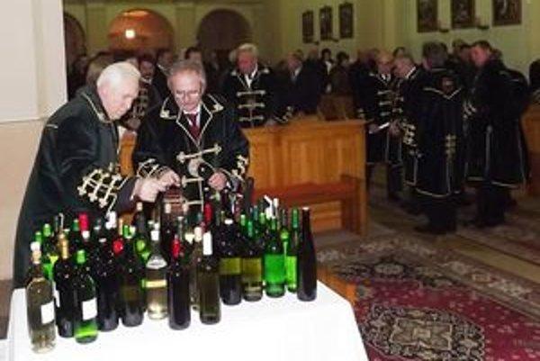 """Tento spôsob krstenia vína nemá nič spoločné s """"pančovaním"""" vína vodou."""