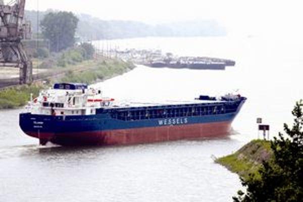 Slovenské lodenice Komárno hromadne prepúšťajú. Dôvodom je zlá ekonomická situácia firmy.