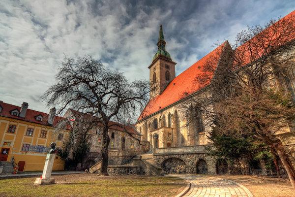Korunovácie uhorských kráľov a kráľovien kedysi bývali v Dóme sv. Martina.