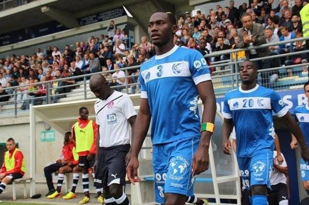 Stredný obranca z tímu LB Châteauroux dostal tiež dištanc.