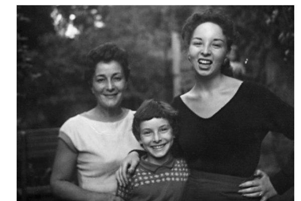 Žo Langerová (zľava) s dcérami Táňou a Zuzkou.
