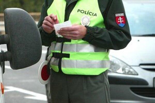 Zajtra bude na cestách zvýšený počet policajtov.