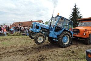 Zraz veteránov traktorov, automobilov a ďalšej techniky v Mačove.
