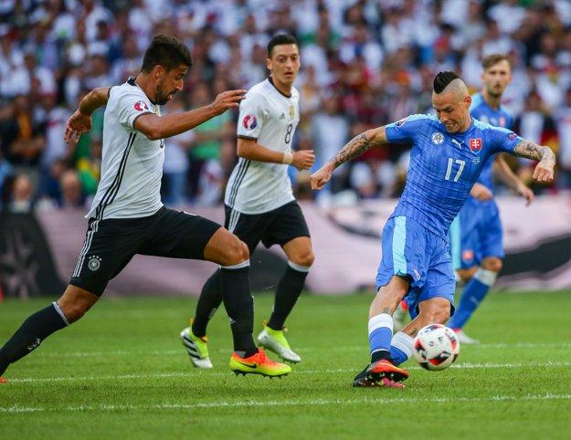 Marek Hamšík (vpravo) nebol v ofenzíve natoľko výrazný.