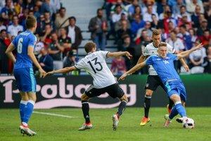 Milan Škriniar (číslo 14) hrá bez rešpektu a odvážne. Je príjemným prekvapením.