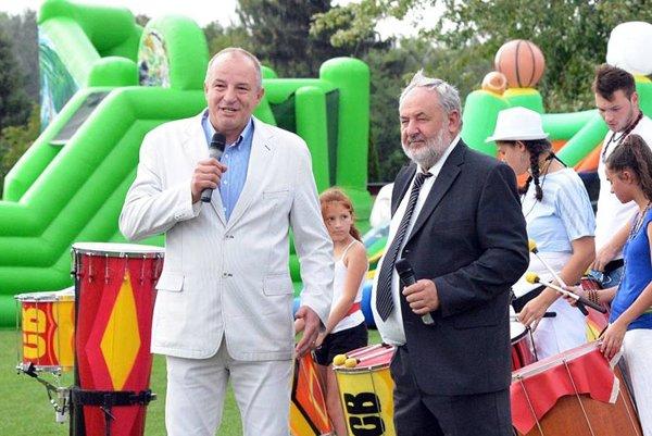 Miroslav Wöllner (vpravo) oznámil abdikáciu. VŠali musia nájsť nového šéfa klubu. Vľavo primátor Jozef Belický.