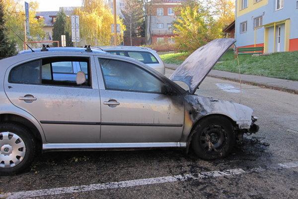 V Prievidzi horeli ďalšie autá.