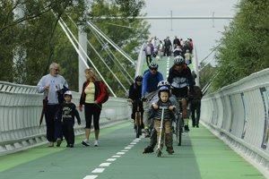 Cyklomost slobody (neoficiálne Chucka Norrisa) počas slávnostného otvorenia 22. septembra 2012.