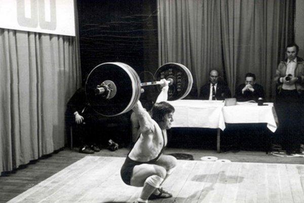 Vzpierač Lubomír Sršeň v čase prekonávania rekordov