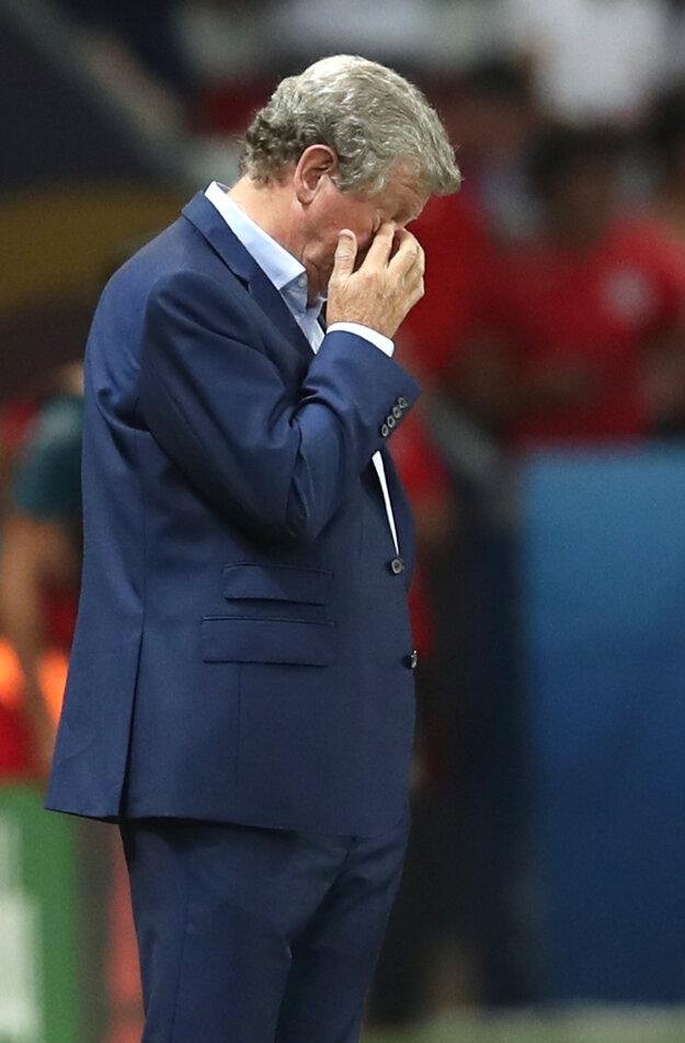 Roy Hodgson smúti po prehre Anglicka s Islandom.